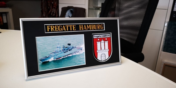 Fregatte HAMBURG - F220 - 15x30cm